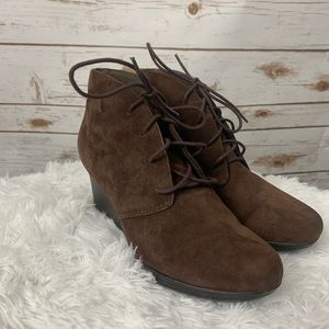 Clarks Collection Wedge Booties brown suede 8 M